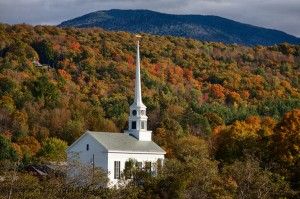 Early fall color in Stowe, A little white steepled church in the hills of Vermont. In a comment, Misty asked me where I would recommend finding a room for her fall foliage vacation?