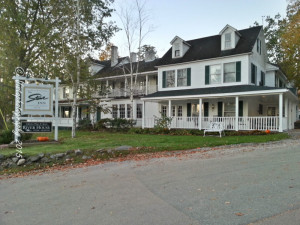 Stowe Inn Vermont In a comment, Misty asked me where I would recommend finding a room for her fall foliage vacation?