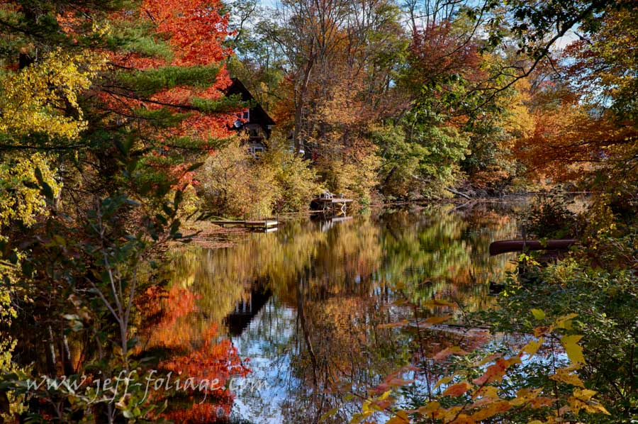 The fall colors of autumn arrive in New Hampshire to enjoy the New England fall foliage
